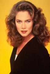 Kathleen Turner profil resmi