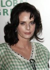 Lisa Blount profil resmi