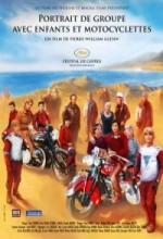 Portrait De Groupe Avec Enfants Et Motocyclettes (2009) afişi