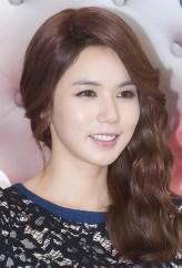 Park Shi-Eun profil resmi