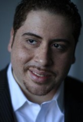Víctor Cruz profil resmi