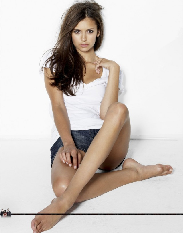 Nina Dobrev 10 - The Vampire Diaries