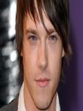 Andrew Moss profil resmi
