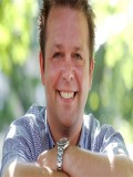 Harry Escott profil resmi