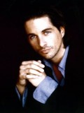 Michael Easton profil resmi