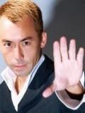 Simon Lui profil resmi