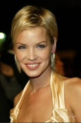 Ashley Scott profil resmi