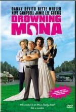 Drowning Mona (2000) afişi