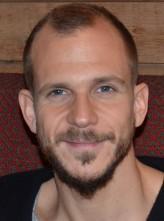 Gustaf Skarsgård Oyuncuları