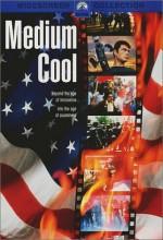 Medium Cool (1969) afişi