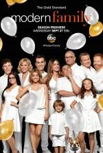 Modern Family Sezon 9 (2017) afişi