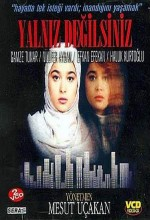 Yalnız Değilsiniz (1990) afişi
