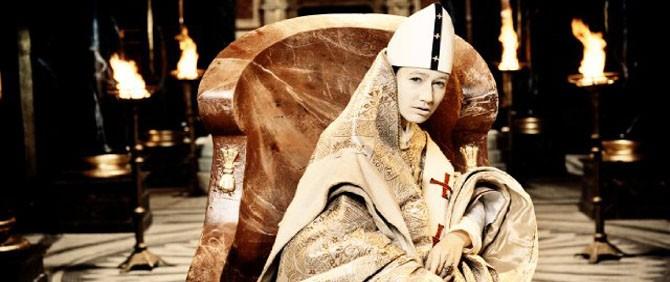 Kadın Papa Vatika'nın Tepkisini Çekti!