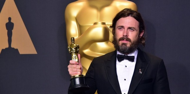 Cinsel tacizle suçlanan Casey Affleck Oscar töreninden çekildi