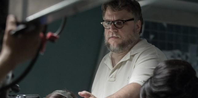 Guillermo Del Toro'nun Nightmare Alley Filmi Çarpıcı Bir Kadro İle Gelecek