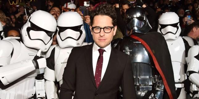 J.J. Abrams: ''Hayranları Rey'in Ailesiyle İlgili Bir Sürpriz Bekliyor''