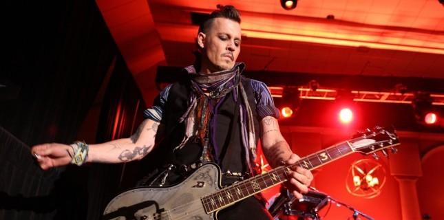 Johnny Depp, Marilyn Manson'ın rock grubuna girebilir