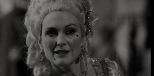 Julianne Moore 1920'lerin 'Sessiz Film Yıldızı' Rolünde