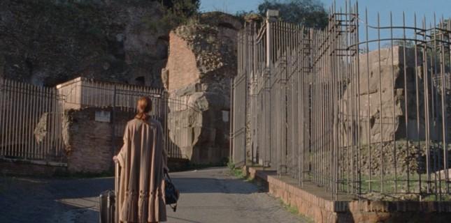 Luca Guadagnino'nun Yeni Filmi The Staggering Girl'e Ait İlk Görseller ve Poster Yayınlandı