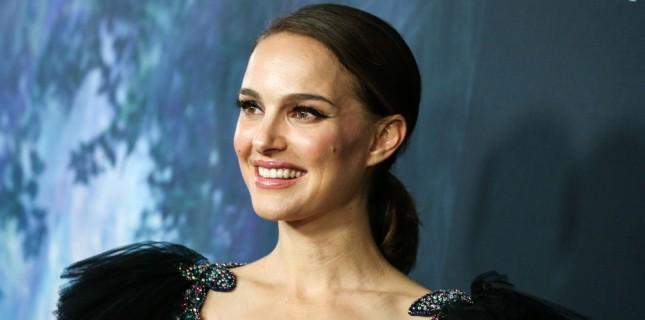 Natalie Portman Yeni Filminde Köşe Yazarı İkiz Kız Kardeşleri Canlandıracak