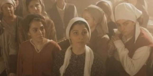 1910 yılı Osmanlı İmparatorluğu'nda geçen film, Bursa'daki kadın işçilerin kötü çalışma şartların...