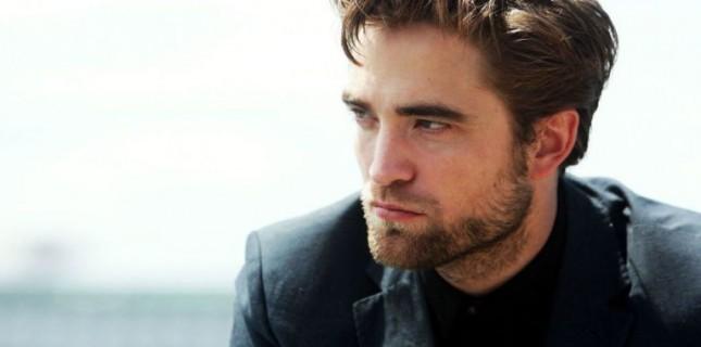Robert Pattinson korku filmi 'The Lighthouse' kadrosunda