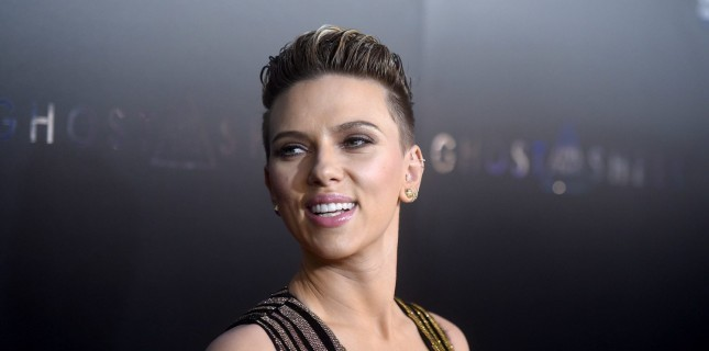 Scarlett Johansson 'Reflective Light' Kadrosunda