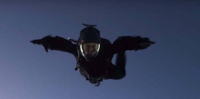 Tom Cruise Çılgın Atlayışın Perde Arkasını Paylaştı