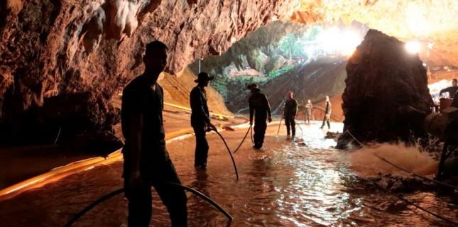 Tom Waller Tayland'daki Mağara Operasyonunu Konu Alan 'The Cave' Filmini Yönetecek