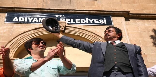 Türk Siyasetini Ti'ye Alan Film Salon Bulamıyor