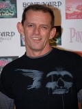 Ezra Buzzington profil resmi