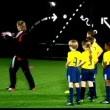 Beckham Futbol öğretiyor Resimleri